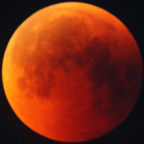 221-06-red-moon